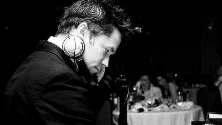 Choosing Your Wedding DJ   Bowie's Entertainment – Wedding Tips